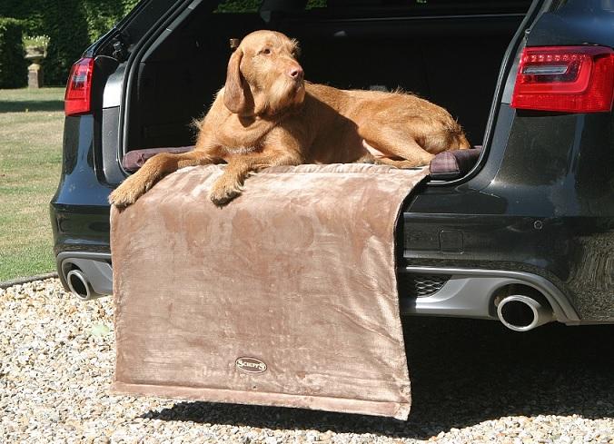 Скрафс Лежак в багажник Balmoral с откидной частью, 100*70*6 см, в ассортименте, Scruffs