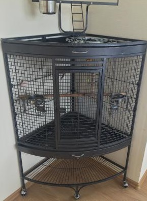 Клетка для птиц угловая A13, на колесах, 68*68*160 см, в ассортименте
